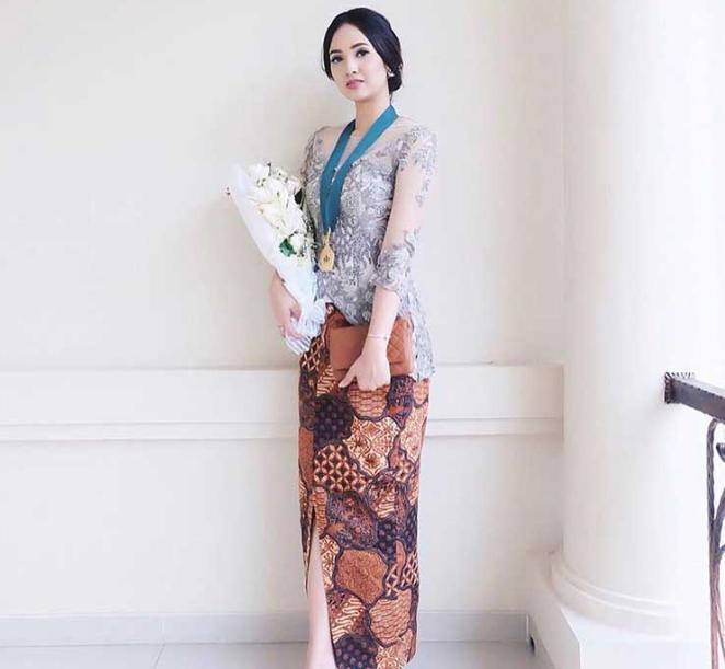 Jahit Kebaya Non Hijab Di Lemahabang Hub 082111981623 August 2019